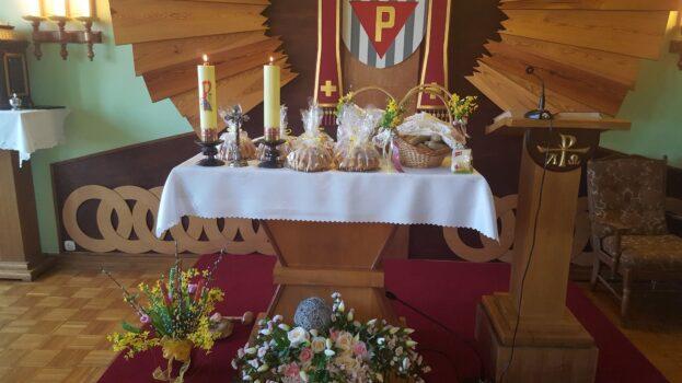 Potrawy poświęcone podczas liturgii w kaplicy